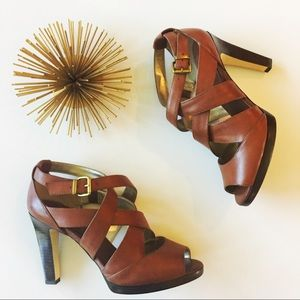 banana republic • tan criss-cross leather sandals